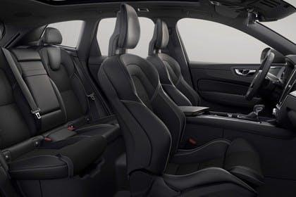 Volvo XC60 U Innenansicht statisch Studio Rücksitze Vordersitze und Armaturenbrett beifahrerseitig