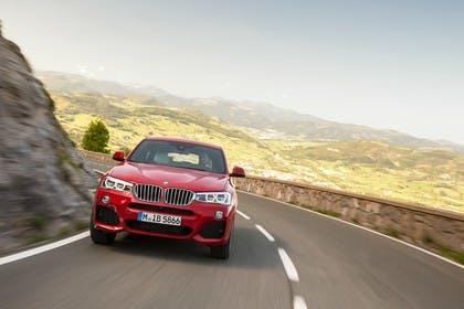 BMW X4 Aussenansicht Front dynamisch rot