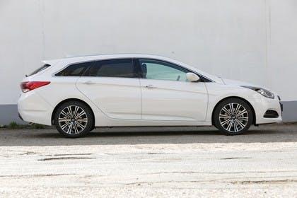 Hyundai i40 Kombi YF Aussenansicht Seite statisch weiß