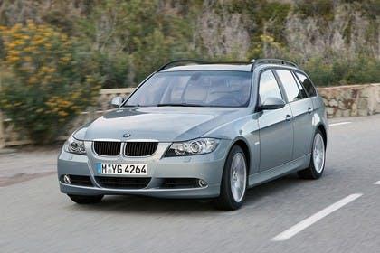 BMW 3er Touring E91 LCI Aussenansicht Front schräg dynamisch silber
