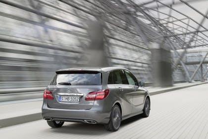 Mercedes B-Klasse W246 Aussenansicht Heck schräg dynamisch grau