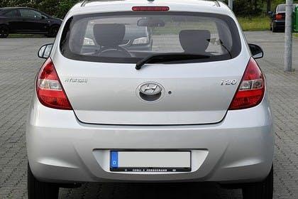 Hyundai i20 Aussenansicht Heck statisch silber