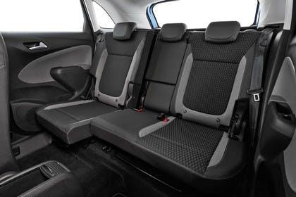 Opel Crossland X C Innenansicht statisch Studio Rücksitze fahrerseitig