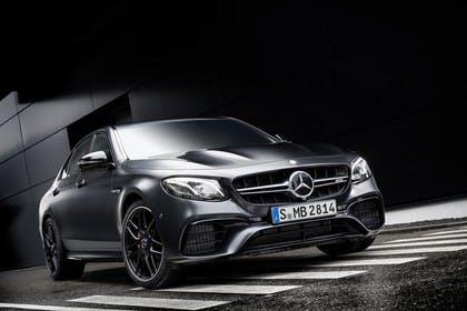 Mercedes-AMG E 63 W213 Aussenansicht Front schräg statisch schwarz