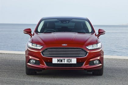 Ford Mondeo Limousine Mk5 Front statisch rot