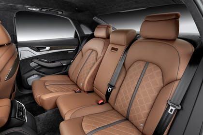 Audi A8 D4 Innenansicht Rücksitzbank Studio statisch braun