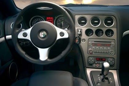 Alfa Romeo Brera 939 Innenansicht statisch Fahrersitz und Armaturenbrett fahrerseitig