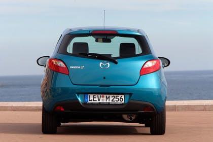 Mazda 2 DE Aussenansicht Heck statisch blau