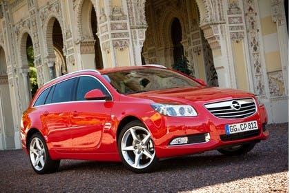 Opel Insignia G09 Sports Tourer Aussenansicht Front schräg statisch rot