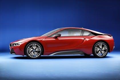 BMW i8 Aussenansicht Seite Studio statisch rot