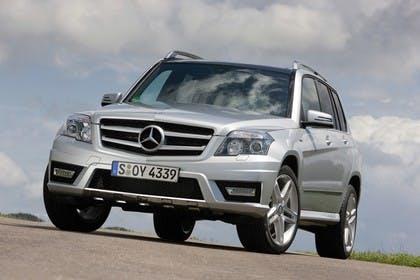 Mercedes Benz Aussenansicht Front schräg statisch silber