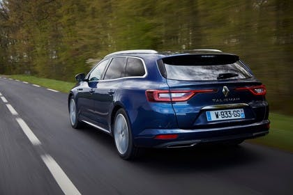 Renault Talisman Grandtourer (RFD) Aussenansicht Heck schräg dynamisch blau