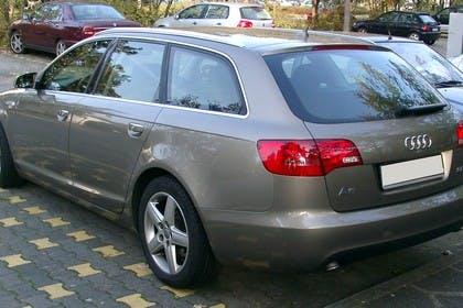 Audi A6 4F Avant Aussenansicht Heck schräg statisch braun