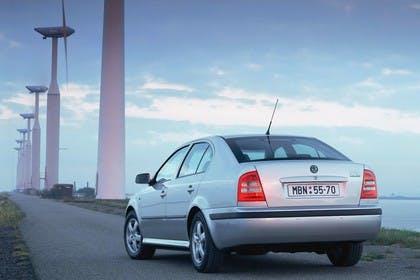 Skoda Octavia Limousine 1U Aussenansicht Heck schräg statisch silber
