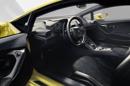 Lamborghini Huracán Innenansicht statisch Sitze und Armaturenbrett fahrerseitig