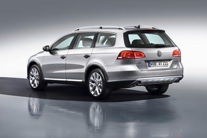 VW Passat Variant Alltrack B7 Aussenansicht Heck schräg statisch Studio silber