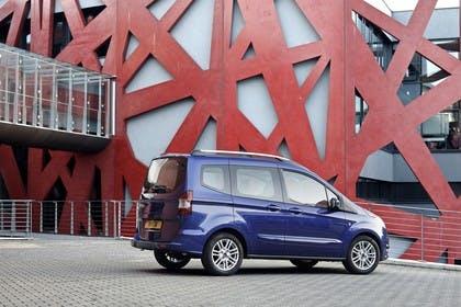 Ford Tourneo Courier JU2 Seite schräg statisch blau