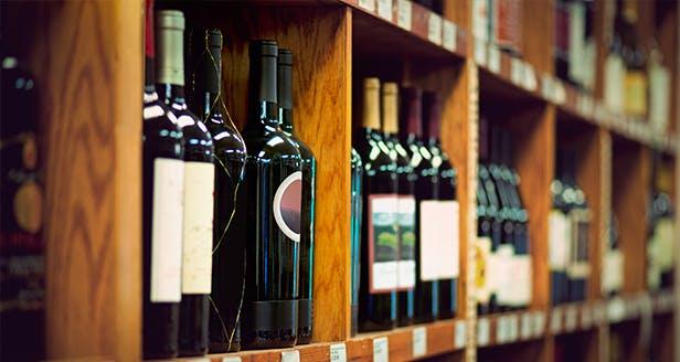 Photo de bouteilles dans un magasin cave à vin