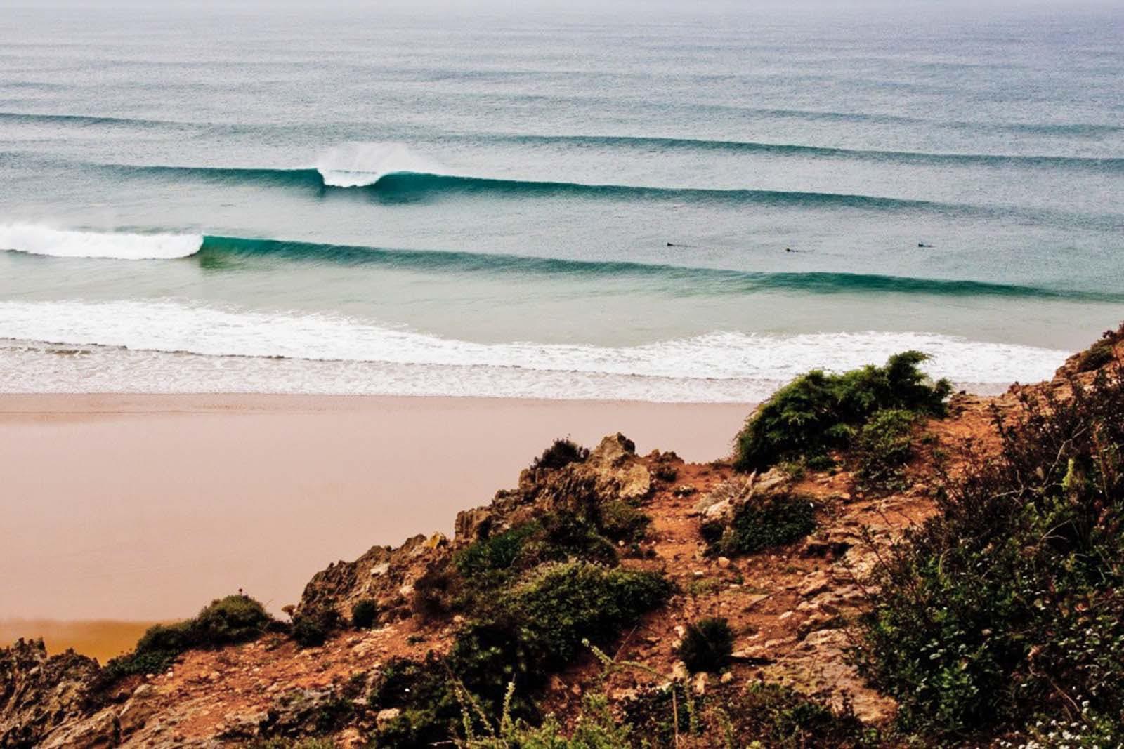 Des vagues idéales pour les débutants à la plage de Tonel.