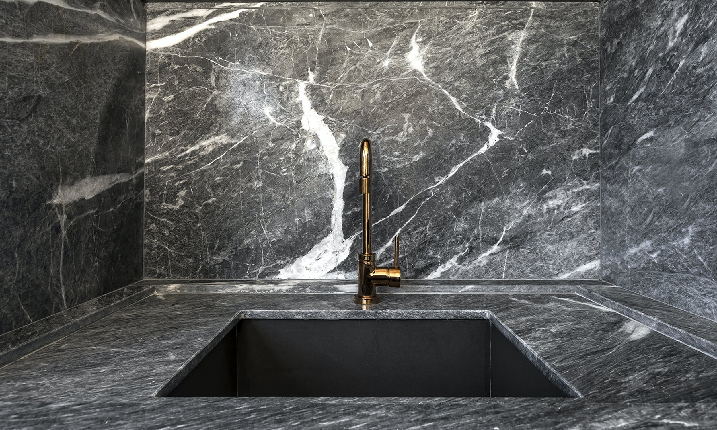 marmore-gris-navagio-pia