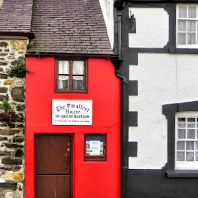 Mind your head! - the Smallest House in Britain