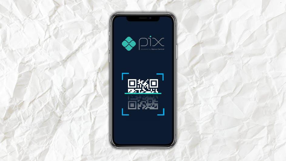 O que é Pix? Celular com o logo Pix e QRcode