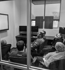 SoCreateソフトウェアチームは、SoCreateでの計画検討会議の最中です。