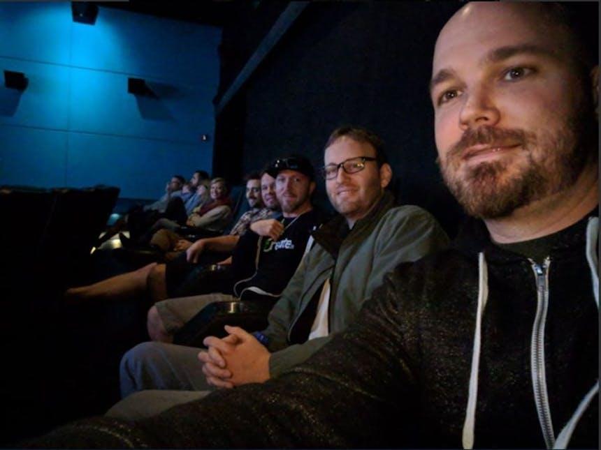 L'équipe SoCreate est assise dans le théâtre