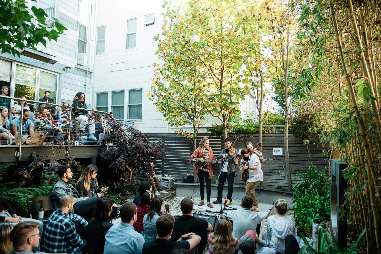 9 Stages Of Joy At A Sofar Show