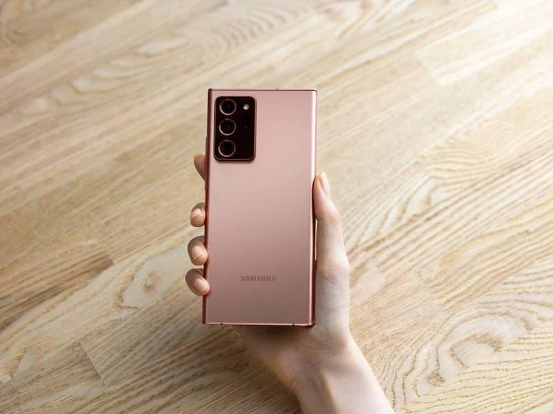 Samansung Galaxy Note 20 -puhelimen kolmoiskamera