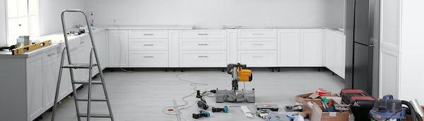 valkoinen-keittiö-remontissa