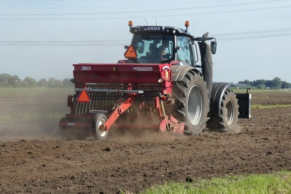 Lauksaimniecības zemes iegāde un pārdošana