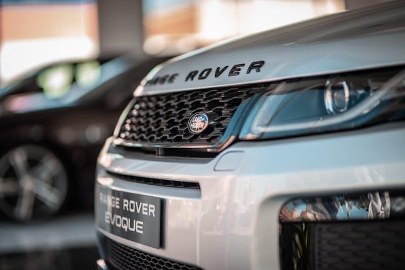 Range Rover myynnissä