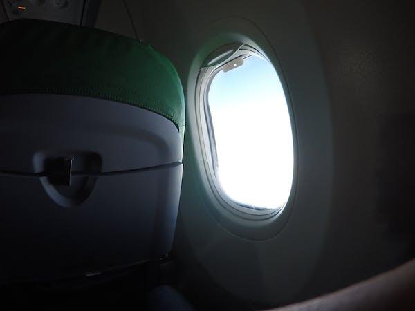 Lentokoneessa matkalla lomalle