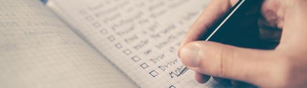 Henkilö listaa asioita jotka vaikuttavat luottopäätökseen