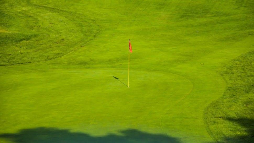 Die schönsten Golfplätze Deutschlands sind für Anfänger und Profis gleichermaßen geeignet.