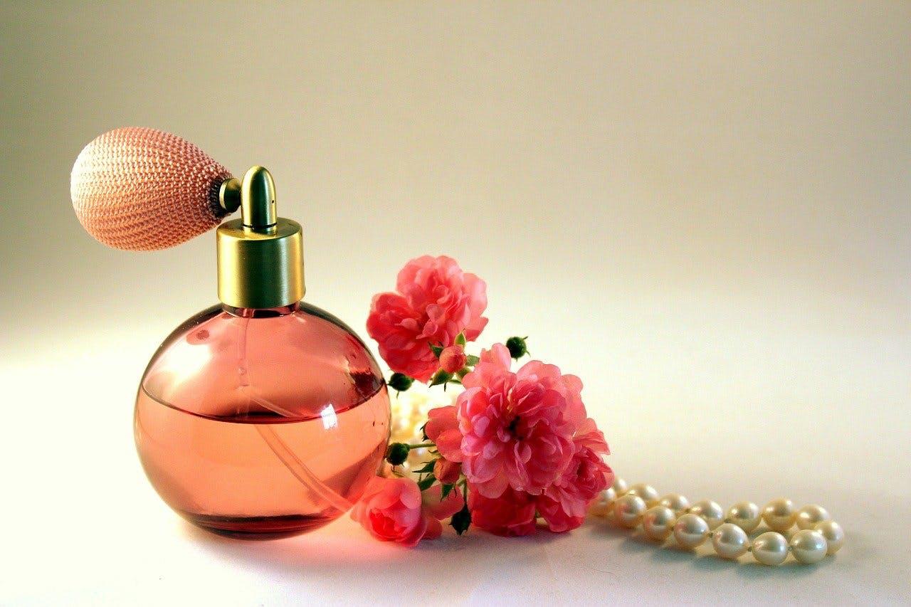 Pfirsichfarbener Parfum Flacon