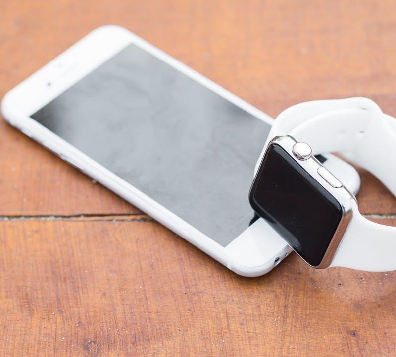 Apple iPhone und Apple Smartwatch