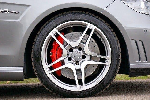 Rad an Mercedes mit AMG-Bremse