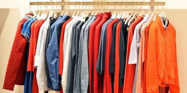 Große Auswahl an Bekleidung