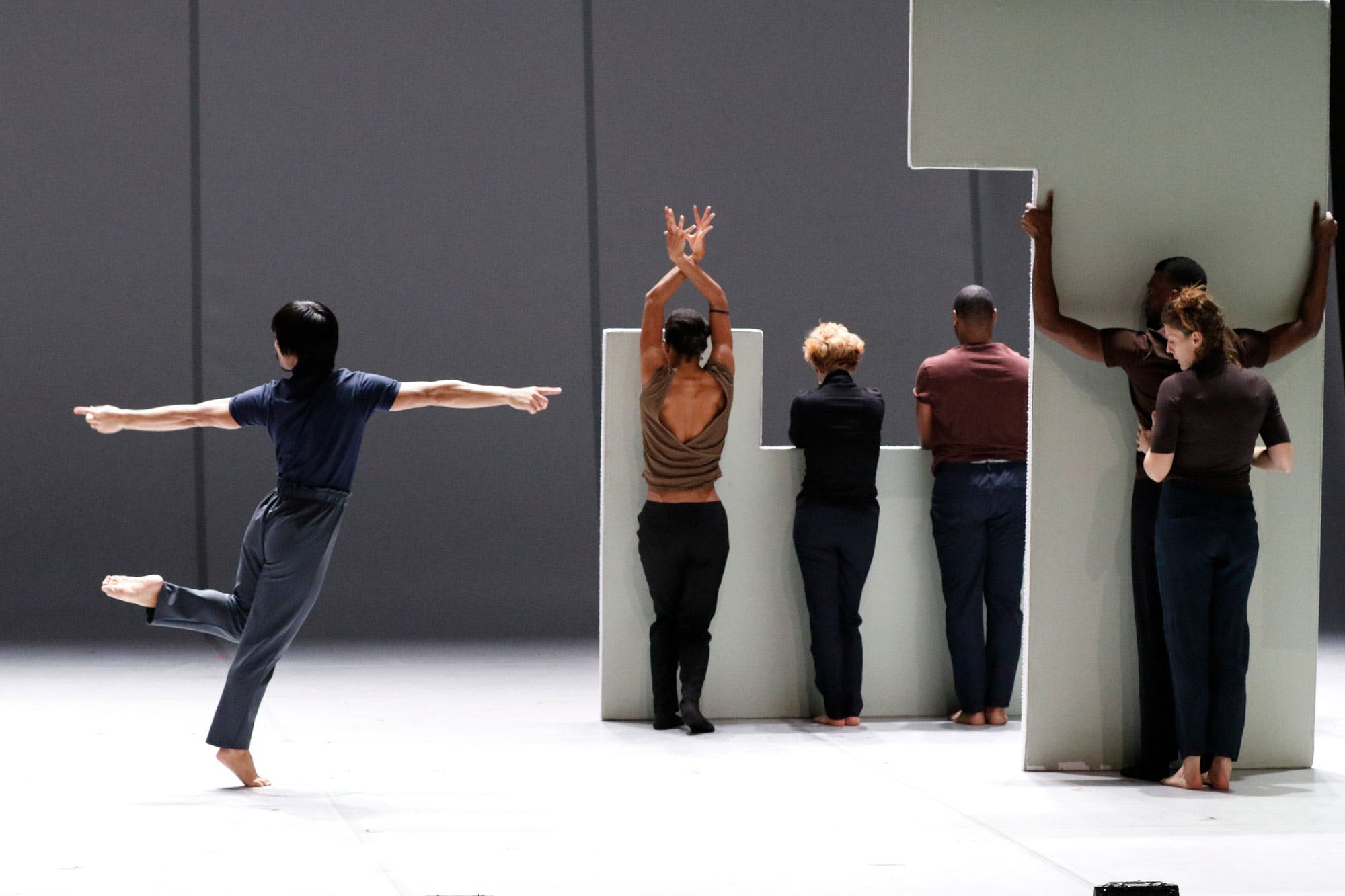 Bill T Jones/Arnie Zane Company, Analogy Trilogy: The Emigrant, 2019. Performance view. Photo by Paul B Goode