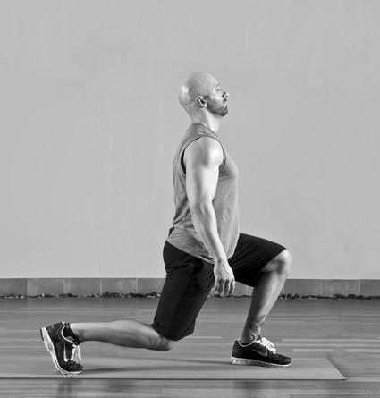 man performing proper lunge form