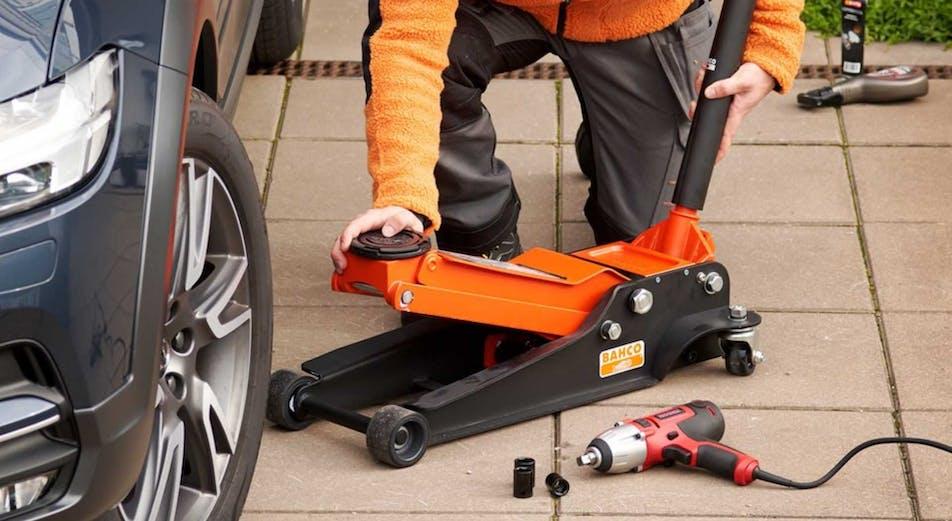 Opas: 10 työkalua renkaiden vaihtamiseen
