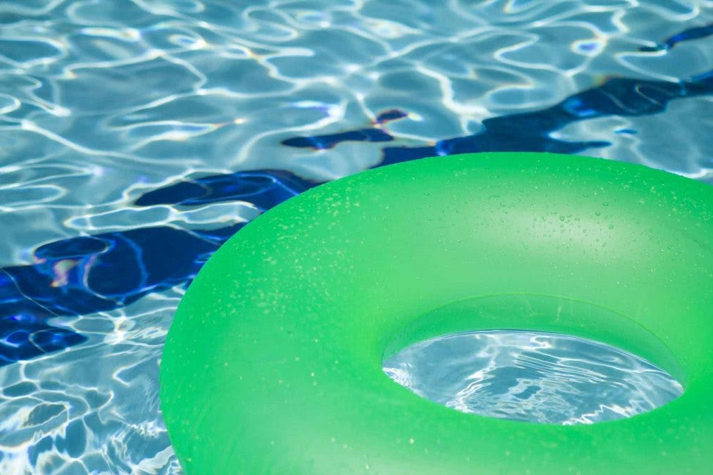 Uimarengas uima-altaassa