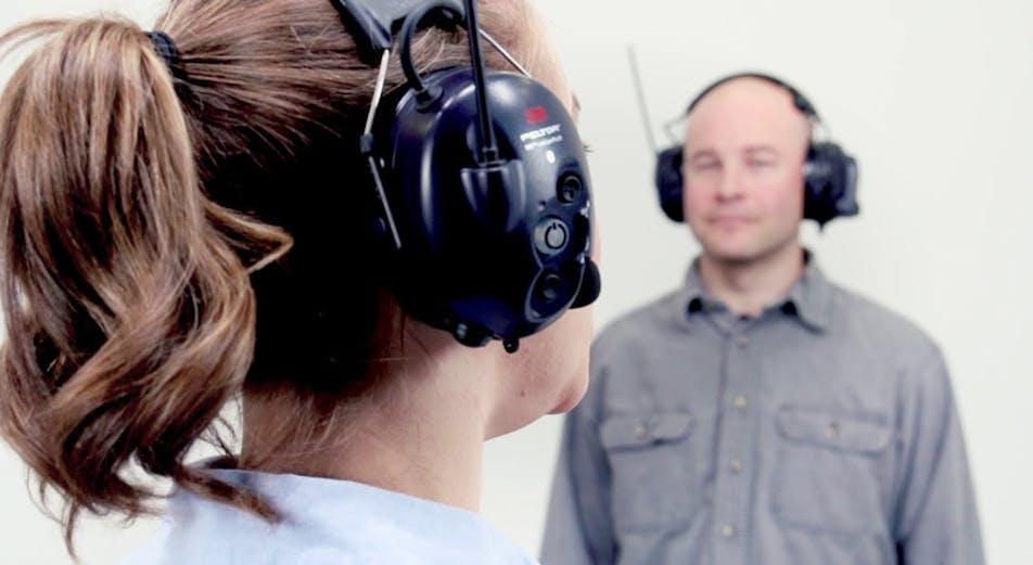 Kuulosuojaimet sisäänrakennetulla radiopuhelimella – näin ne toimivat