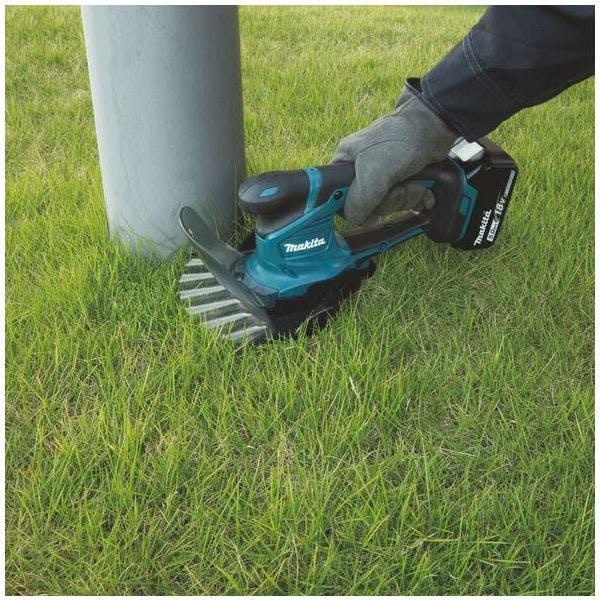 For å få fine linjer og kanter i gresset anbefaler vi en kantklipper eller gressaks