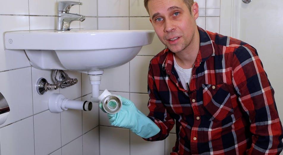 Guider: Tett i vasken? Slik gjør du for å rense vannlåsen