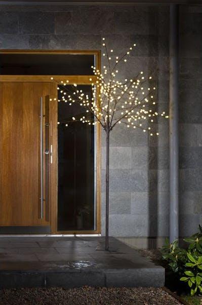 Fiks din julebelysning med et dekorativt tre fra Konstsmide