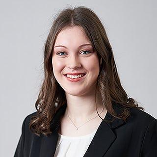 Mitarbeiter-Portrait-Sarah Balzer