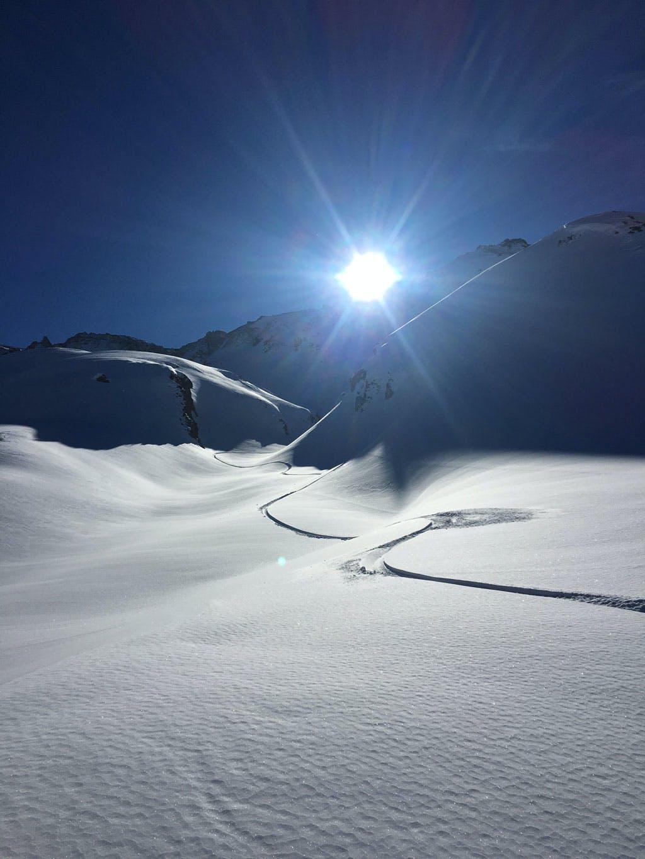 single snowboard track on snow splitboard freeride